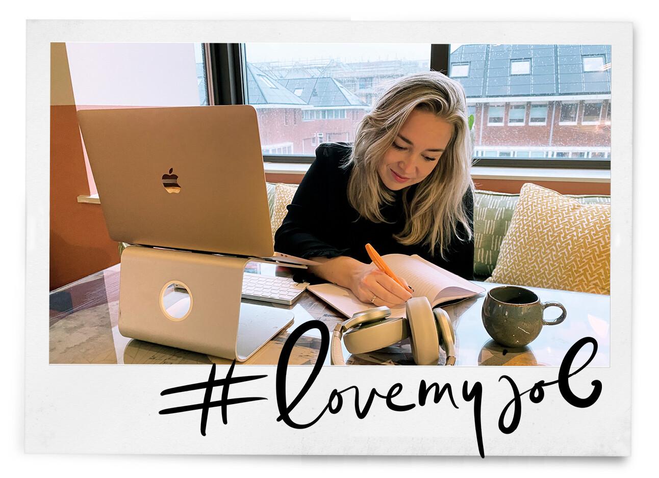 adeline schrijven achter haar laptop lijstjes
