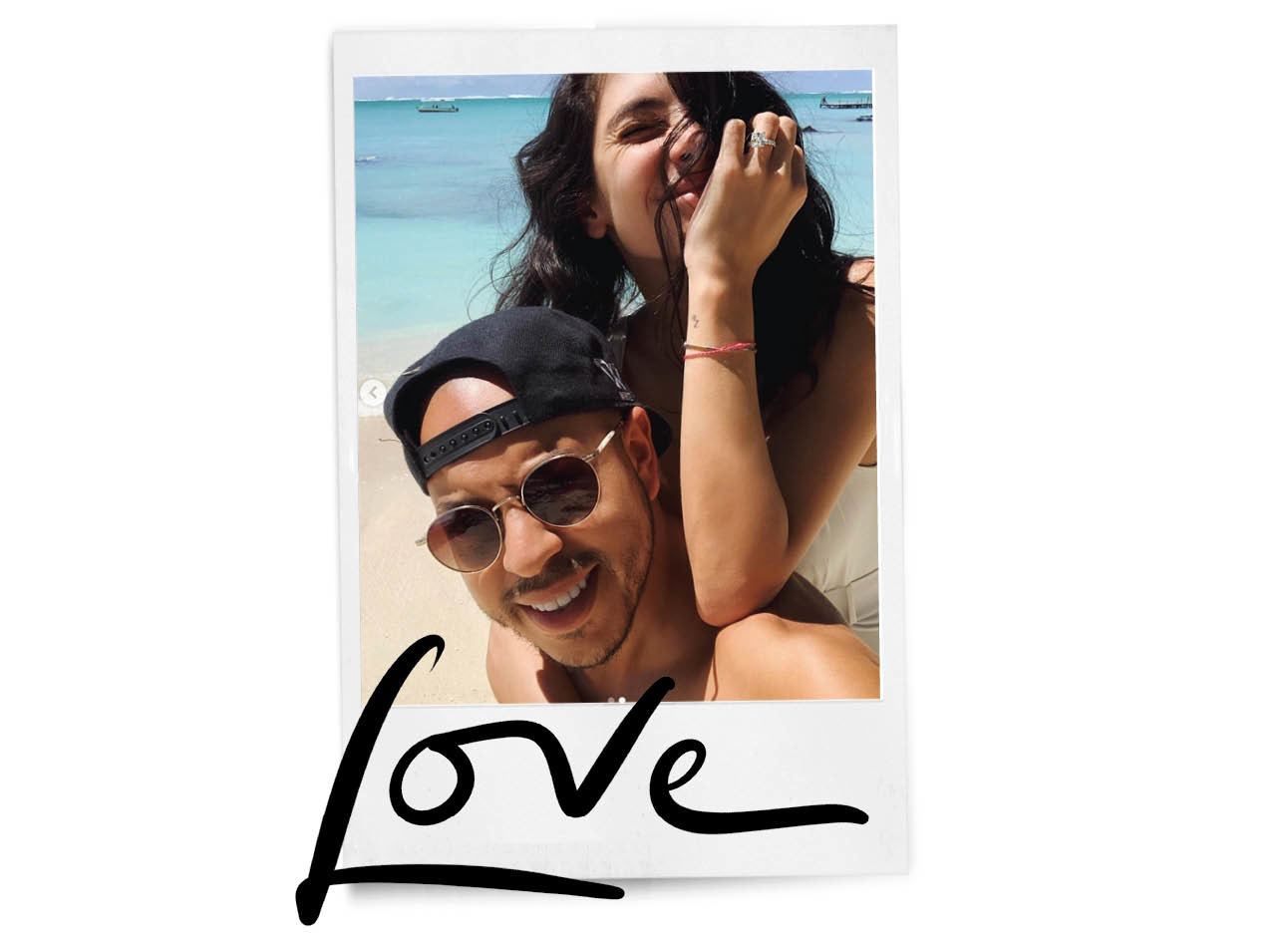 anna nooshin en sirzeta trouwen lachend op strand