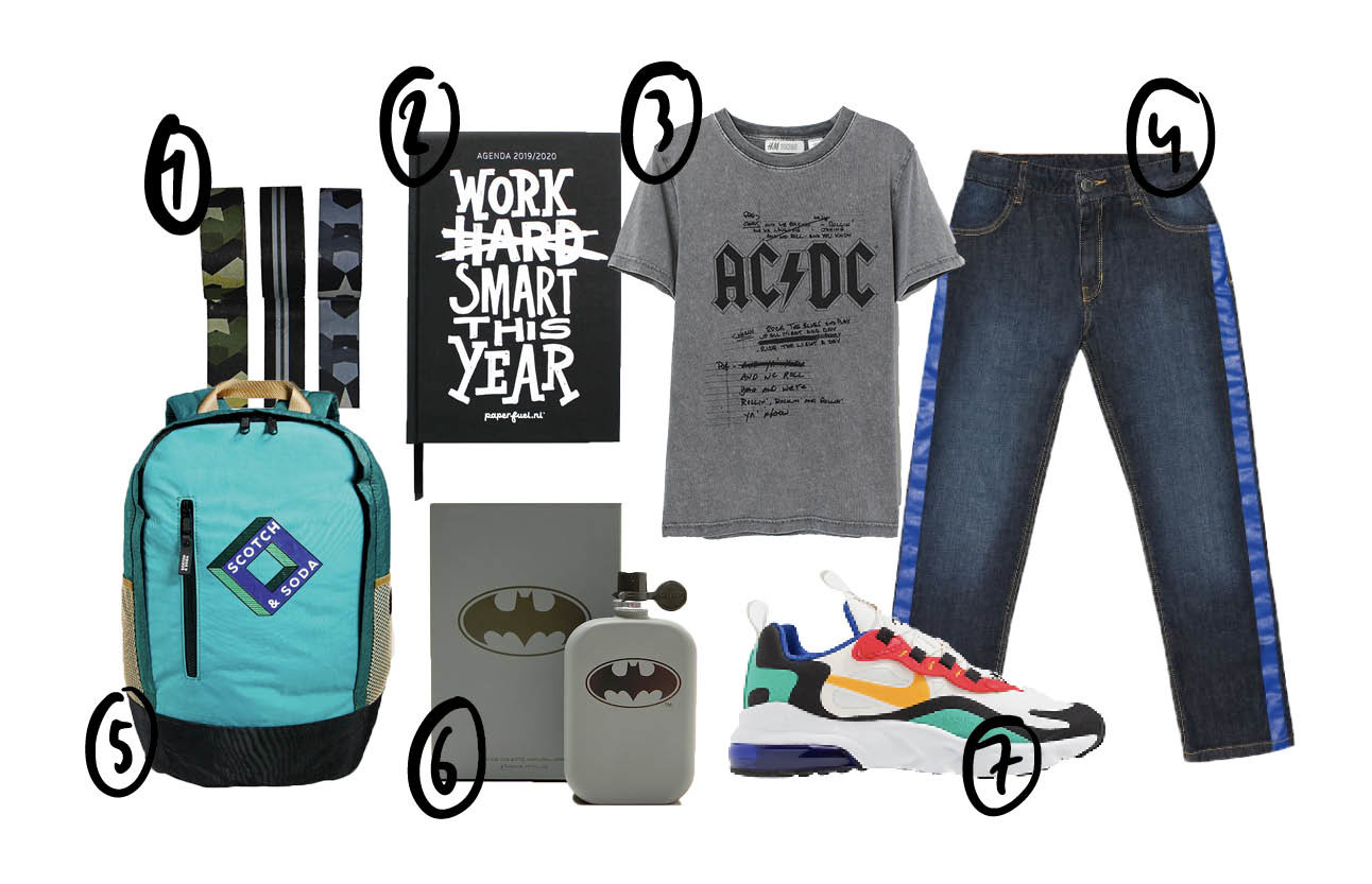 Op de pagina staat een shopping voor jongens. Op de pagina staat een grijs shirt met tekst een spijkbroek en een wit paar sneakers, verder nog een blauwe rugzak en een agenda