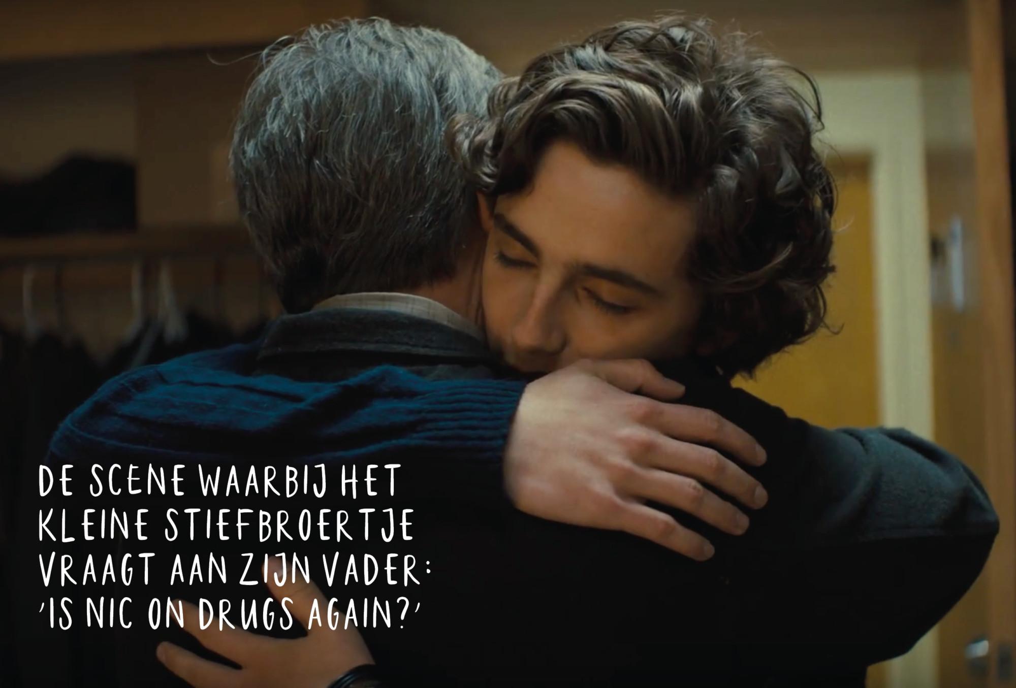 beautiful boy een jongen omhelst zijn vader knuffel