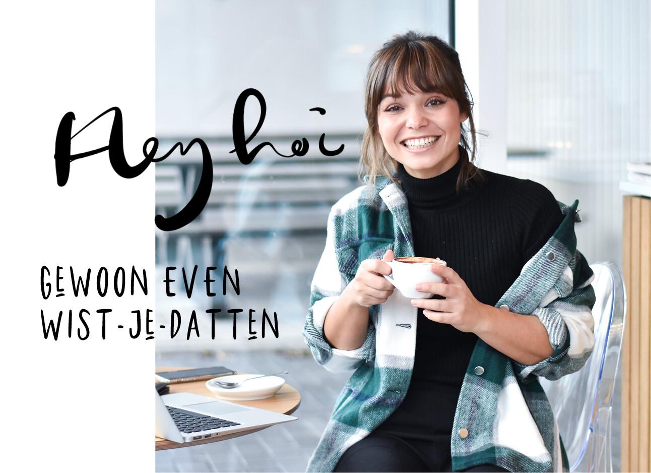 kiki lachend met koffie in haar handen