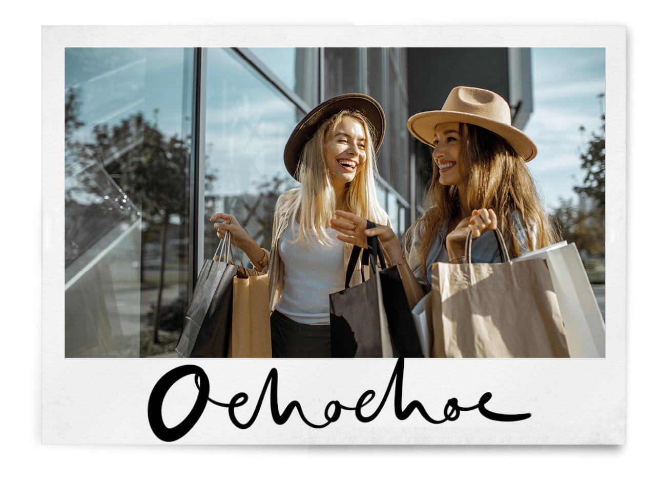 meiden die samen aan het shoppen zijn buiten