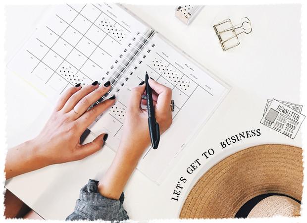 Een vrouw een planning aan het maken