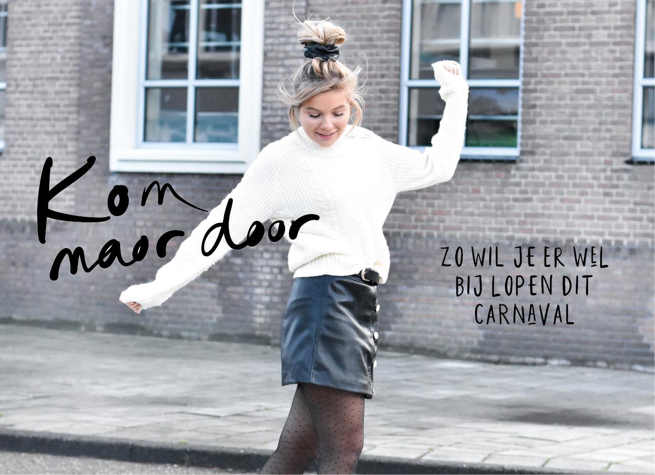 Lynn dansend op straat met een witte trui aan het een leer rokje