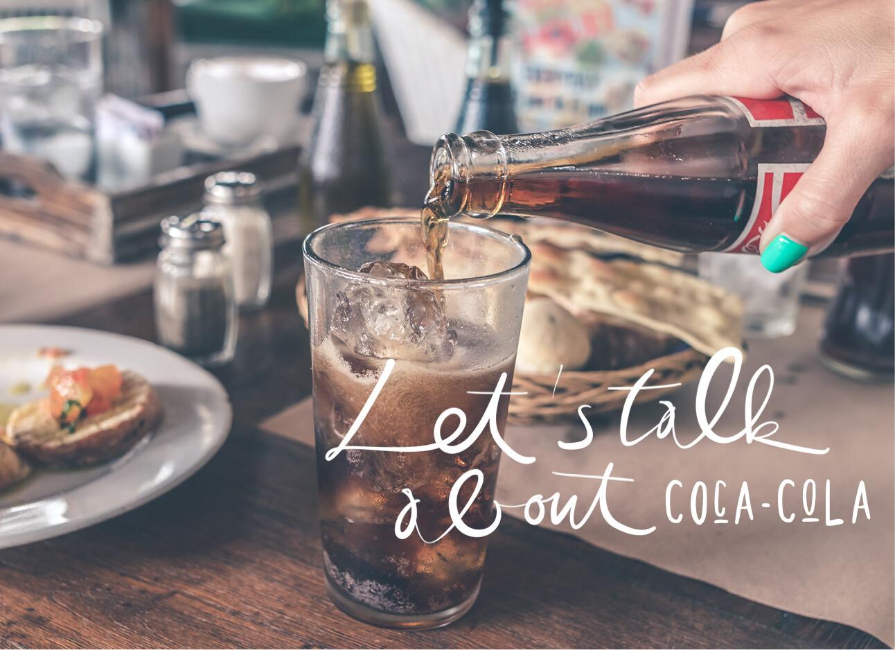 coca-cola drinken aan tafel bij het eten