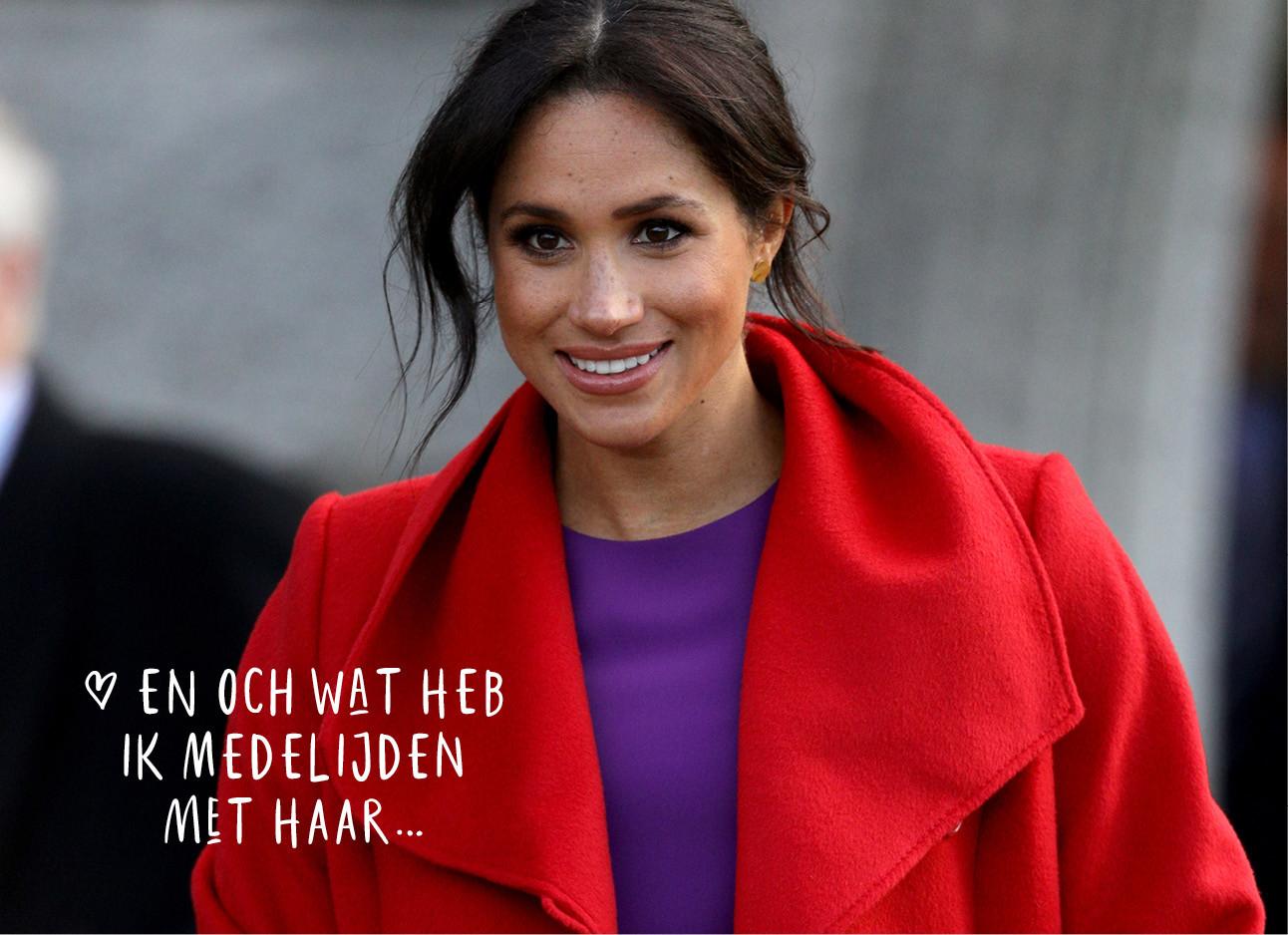 Meghan markle in paarse jurk en rode jas