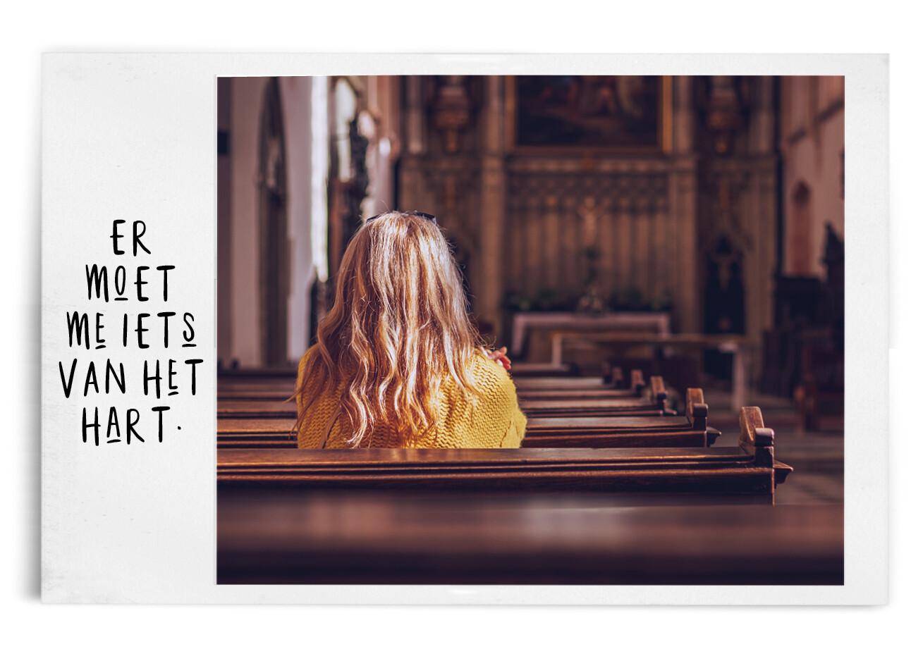 vrouw in de kerk