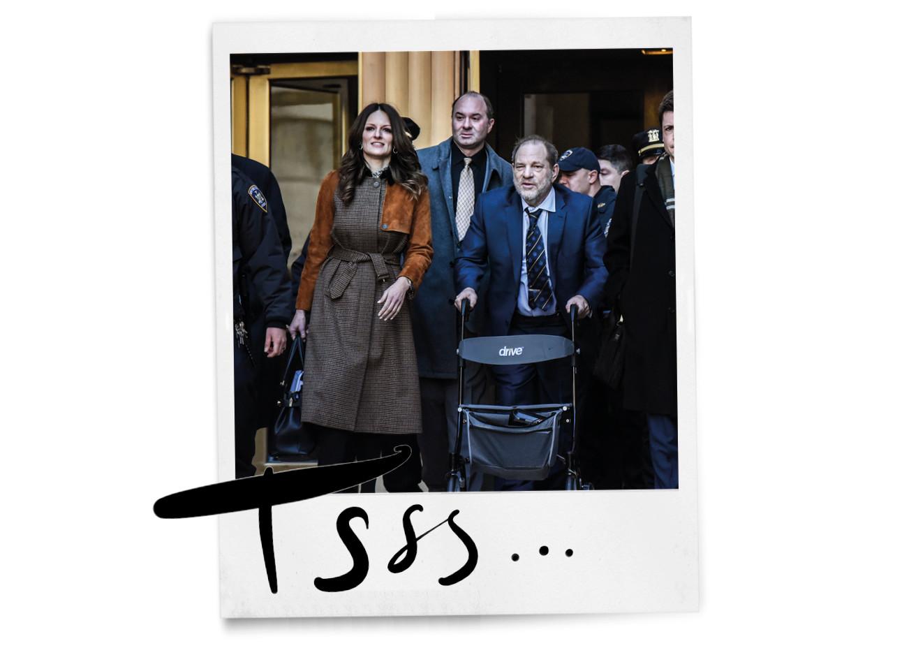 Harvey Weinstein en advocaat Donna Rutonno buiten lopen met pers en bewaking achter rollator