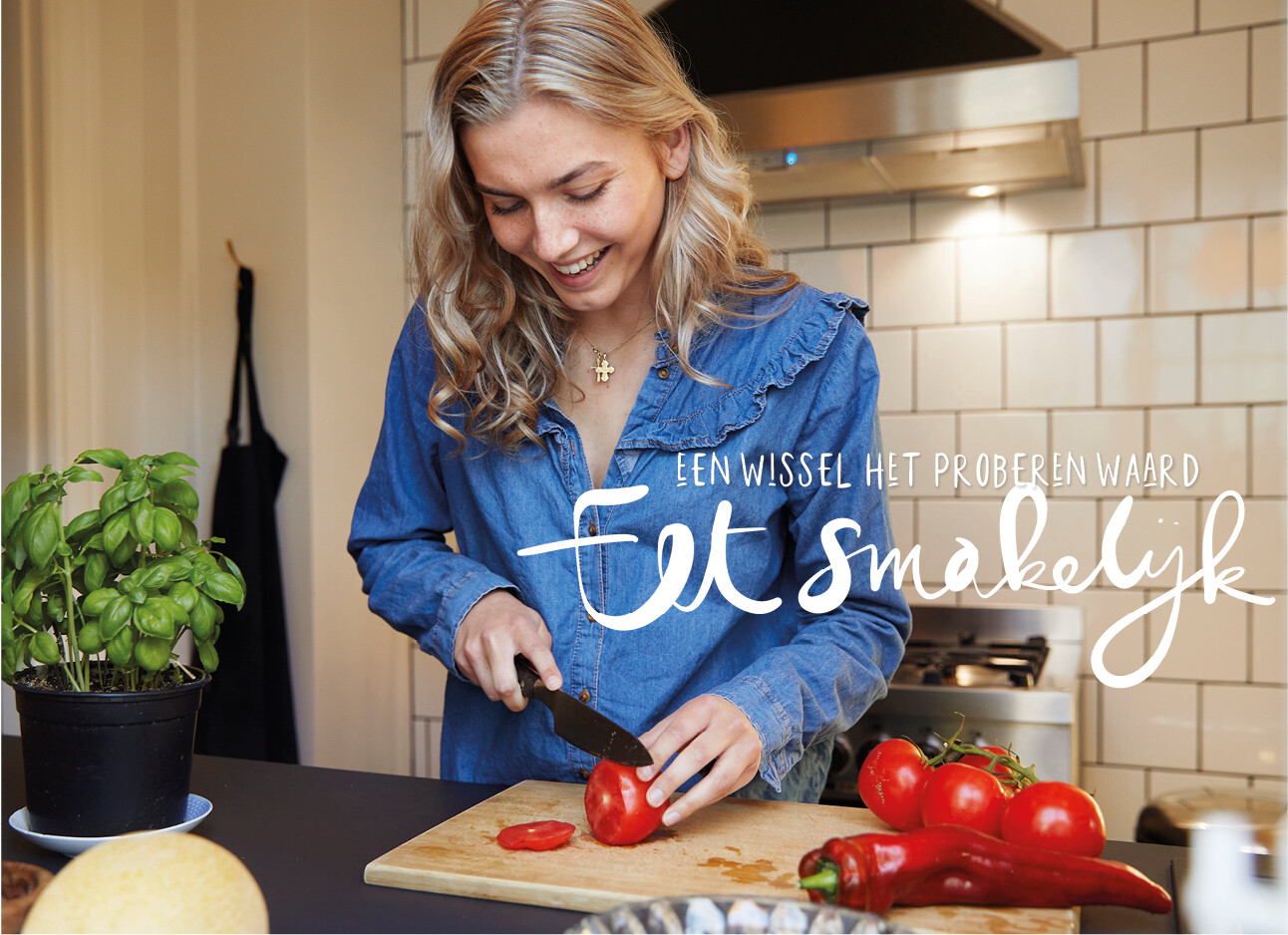 vrouw eten aan het maken