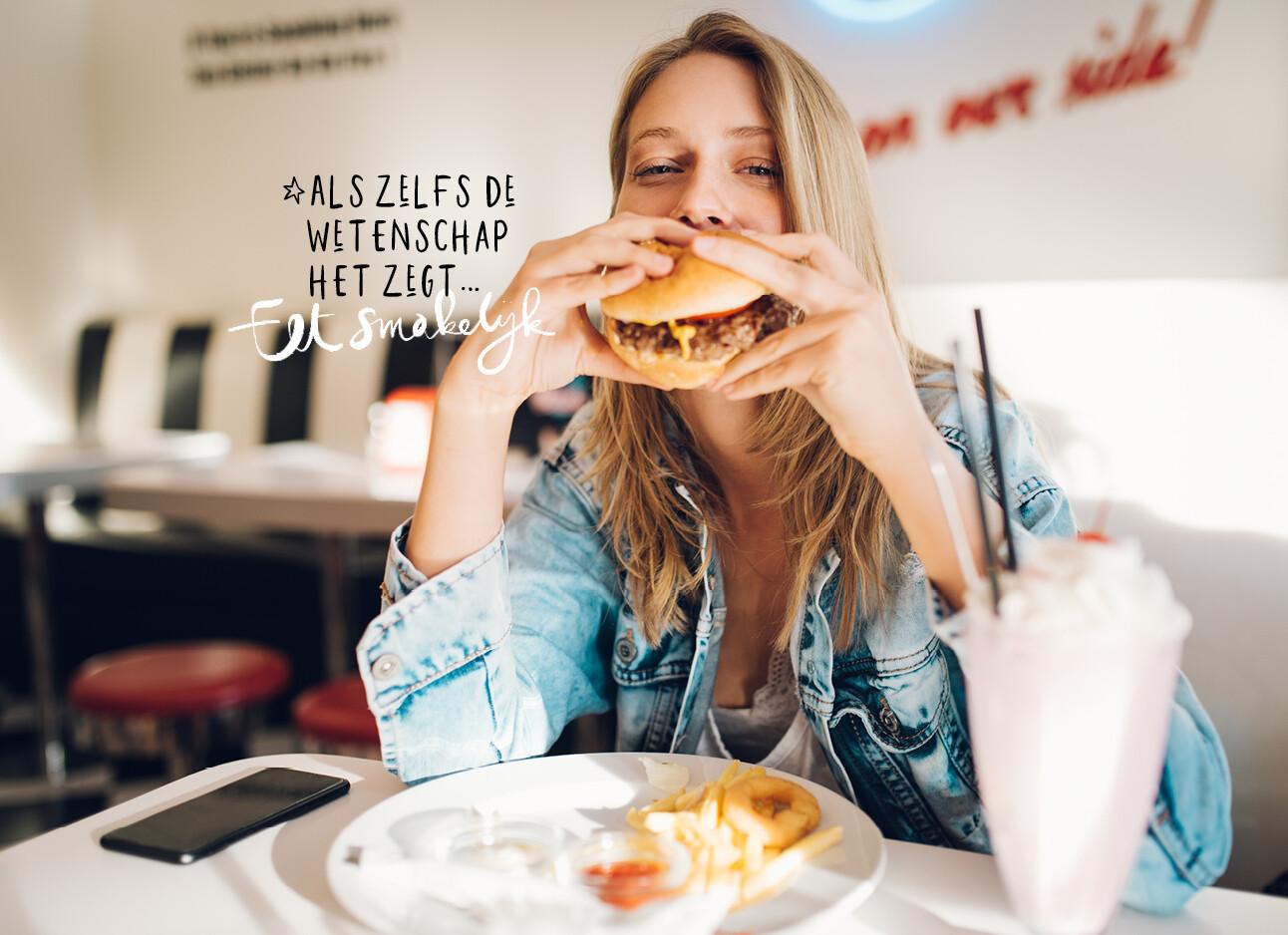 vrouw met grote hamburger