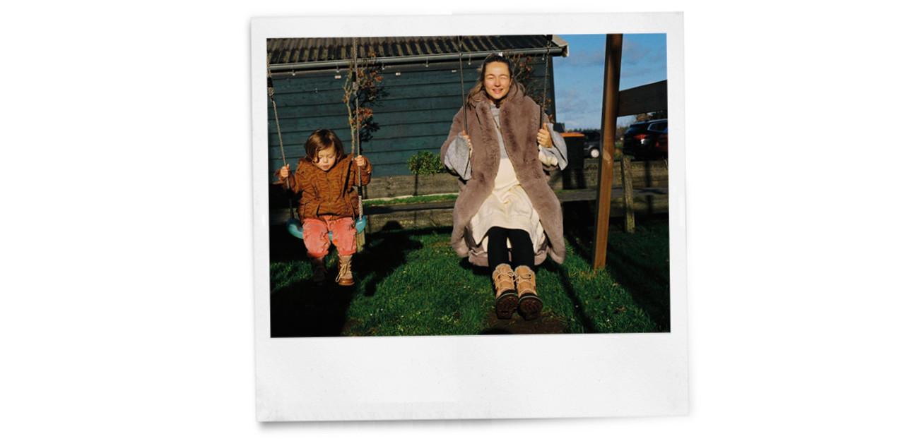 beeld van carolien met haar zoontje otis