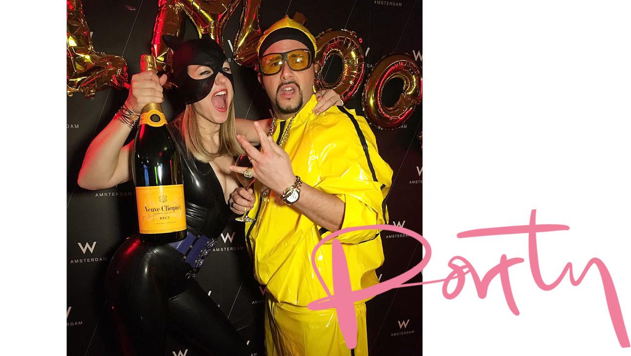 carolien en man verkleed op een feestje met champagne met masker