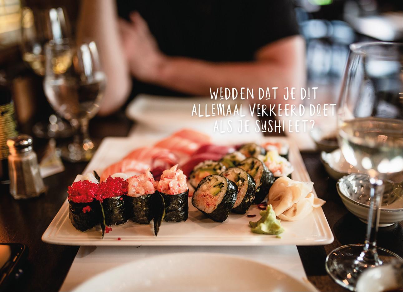 sushi eten in een restaurant