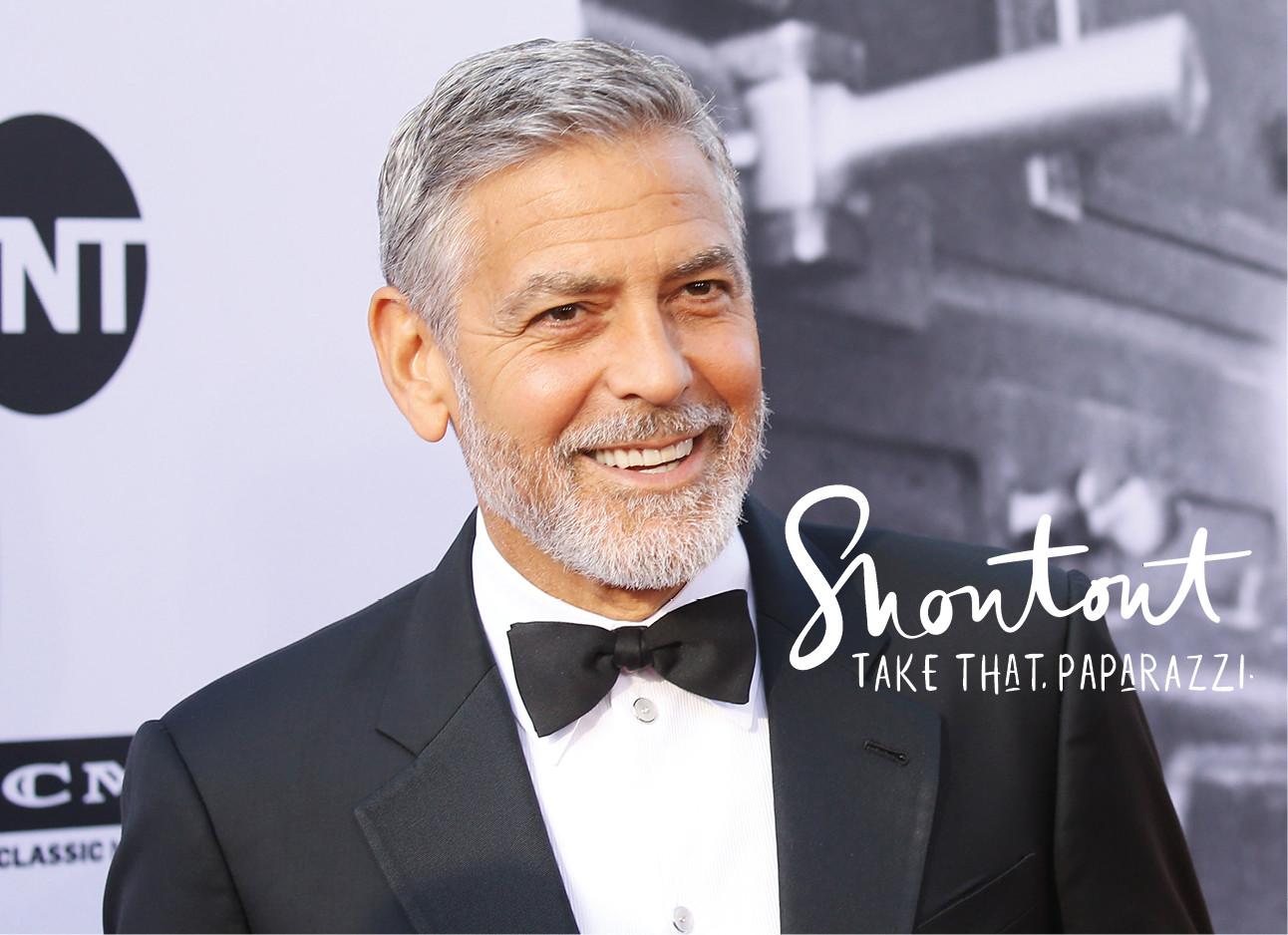 George Clooney lachend op de rode loper