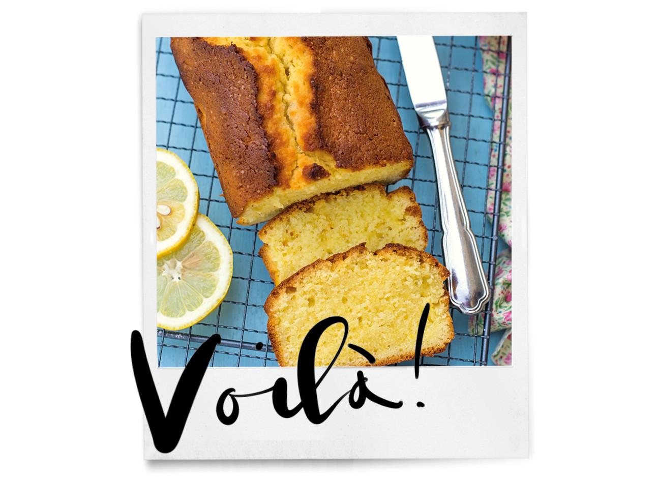 Verse cake uit de oven met citroen
