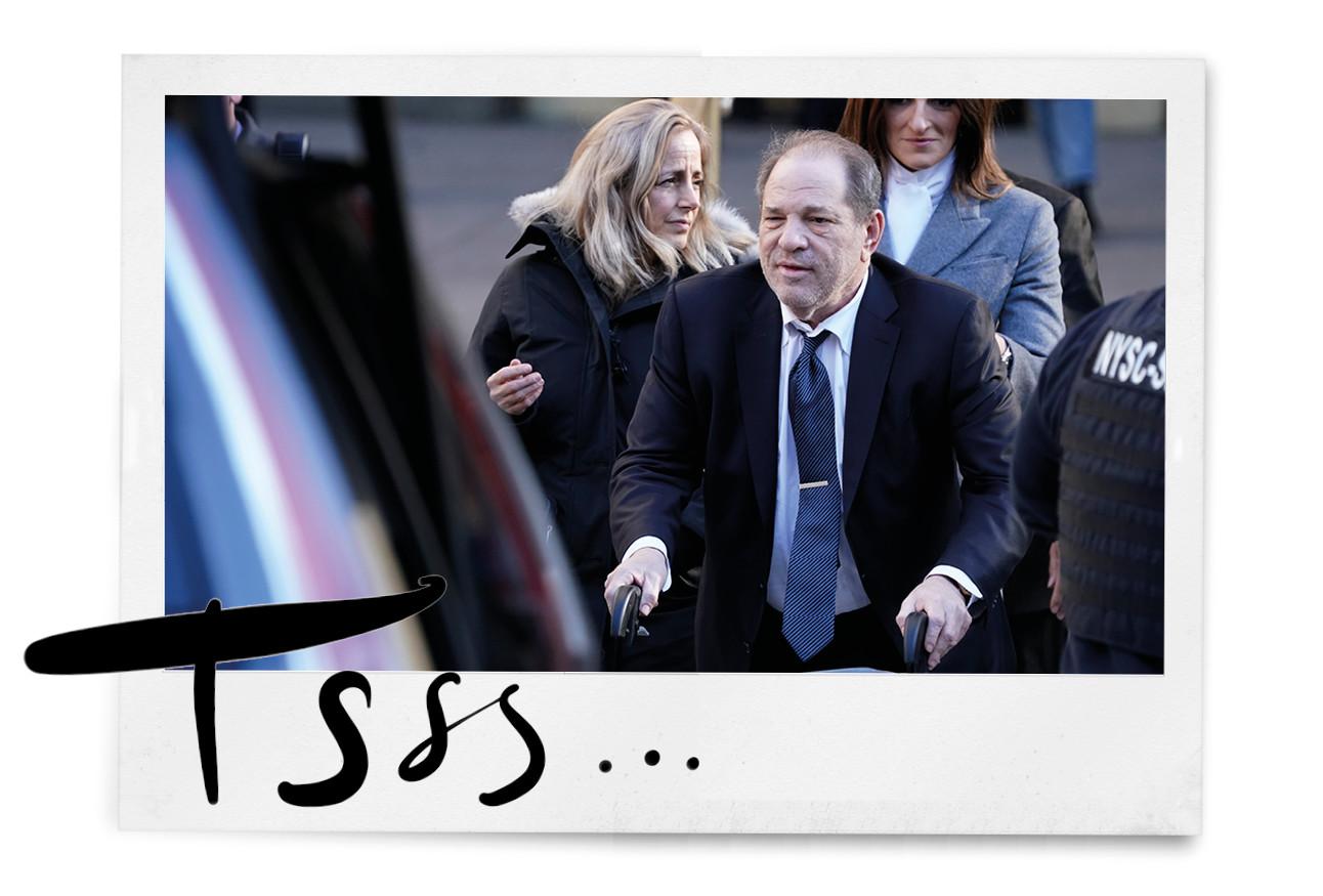 Harvey Weinstein buiten lopen chagrijnig rechtzaak