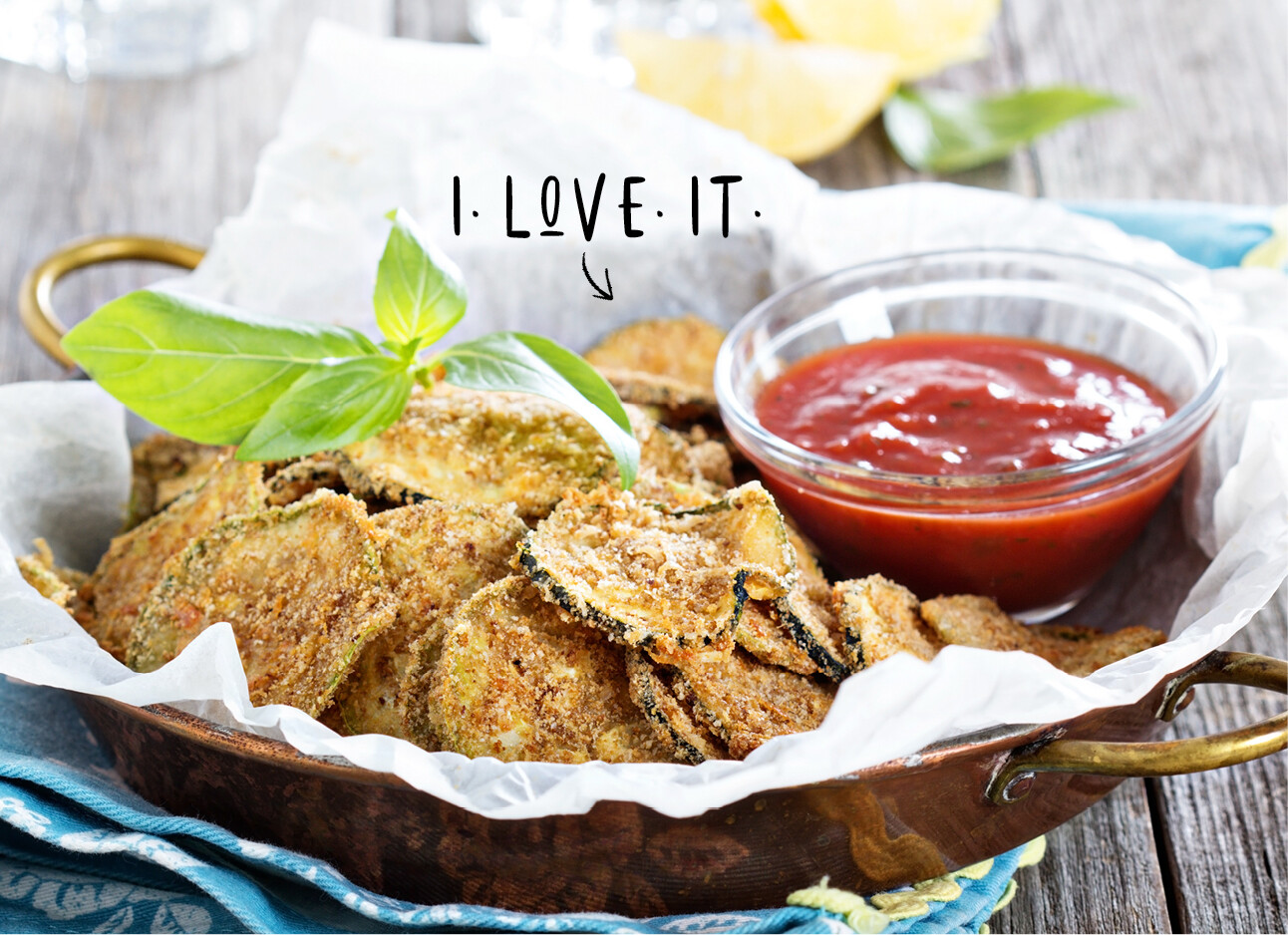 Courgette chips met rode dipsaus