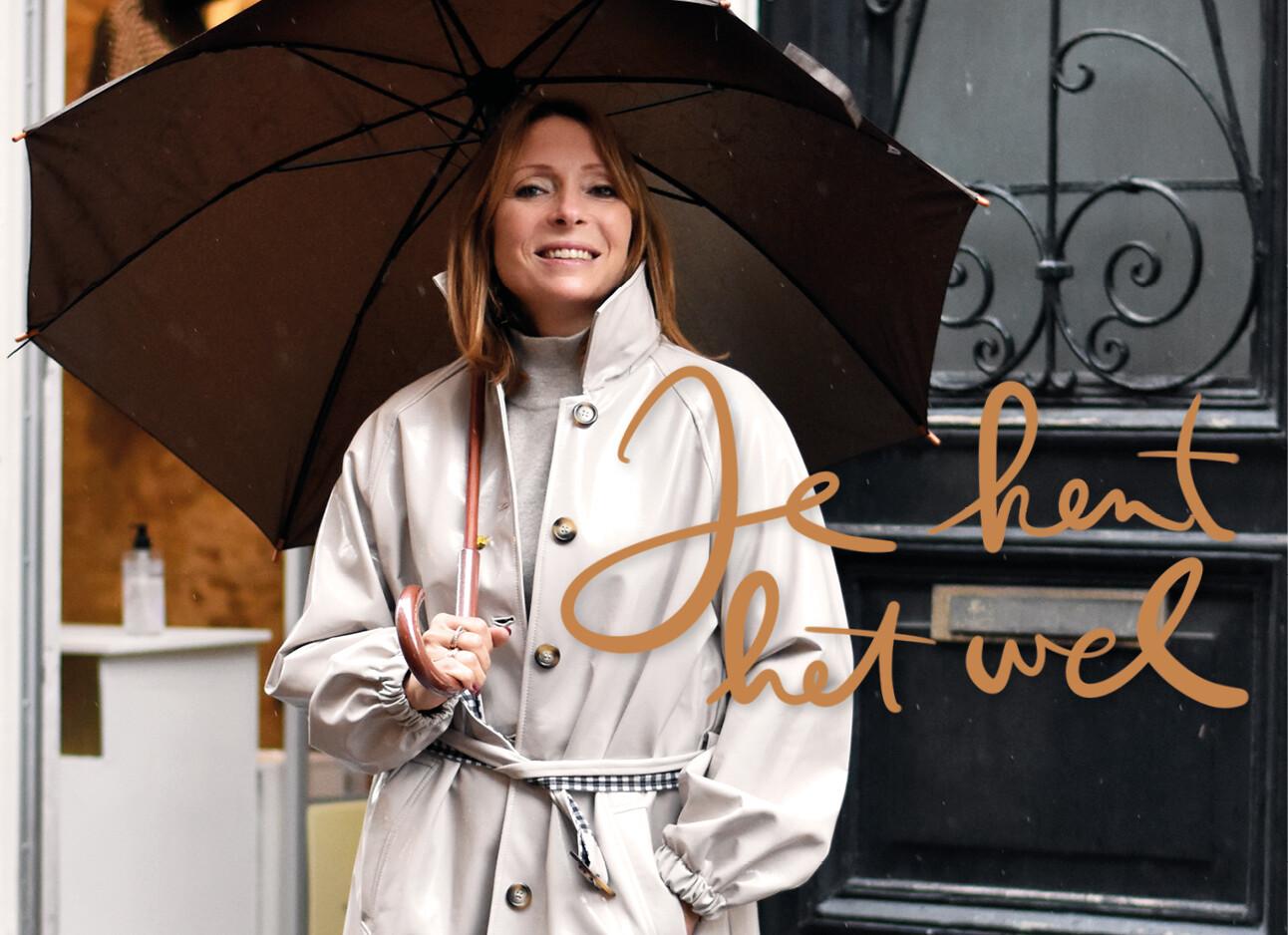 May-Britt Mobach onder paraplu
