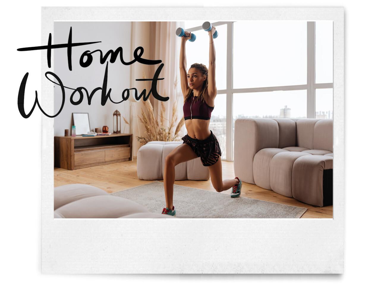 Vrouw aan het sporten in haar woonkamer