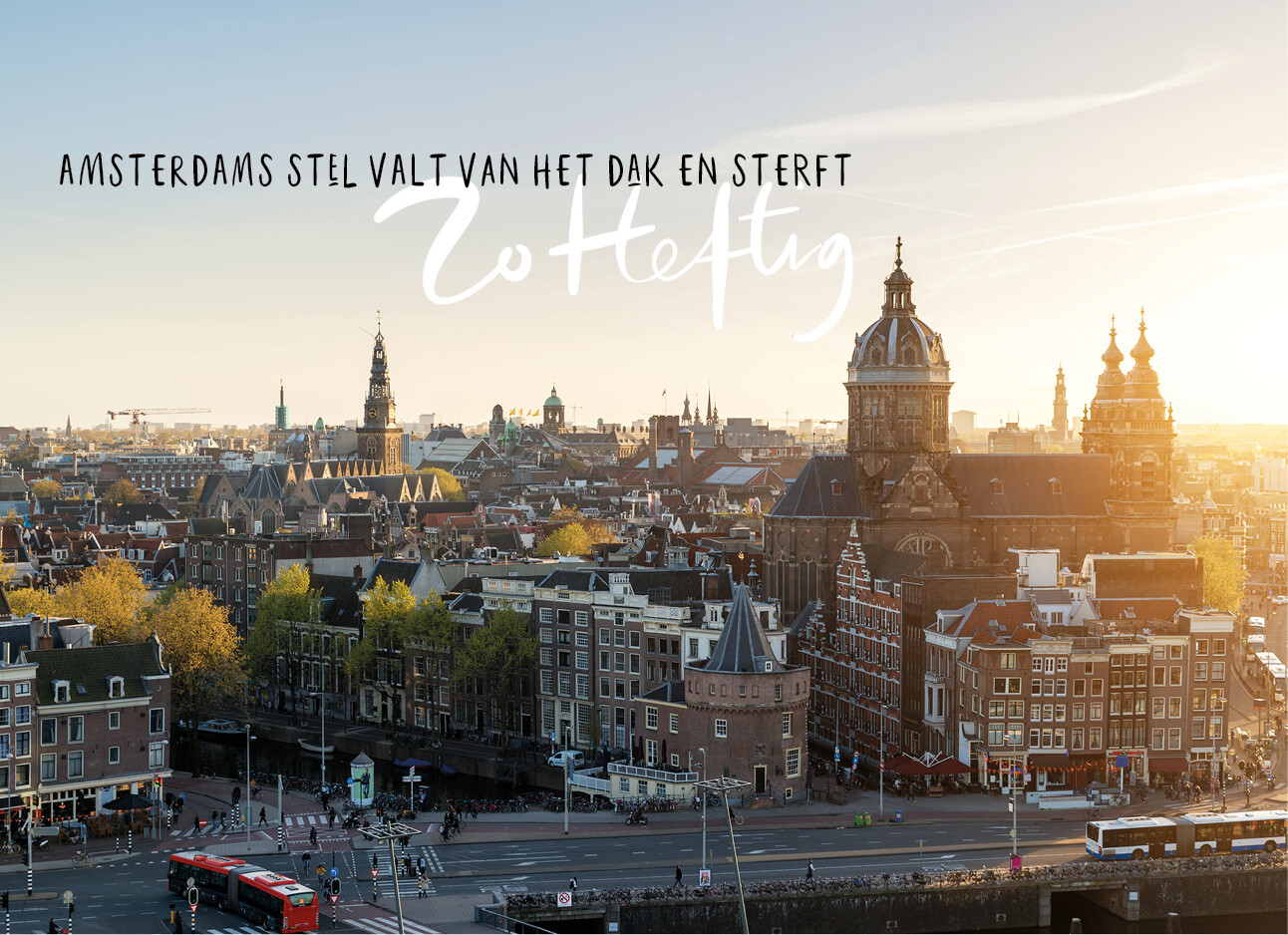 skyline van Amsterdam bij zonsondergang
