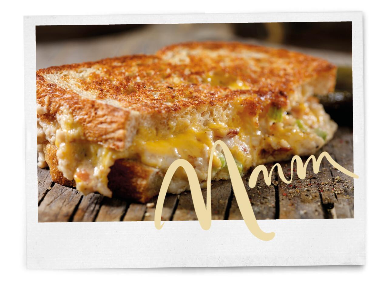 Zo makkelijk en zo lekker: de kipsaté tosti