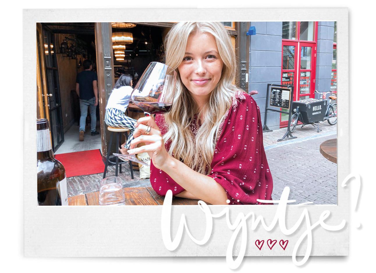 Annabelle in Utrecht met een rode wijn