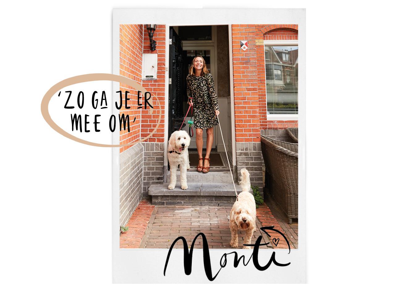 May met twee honden buiten bij haar huis