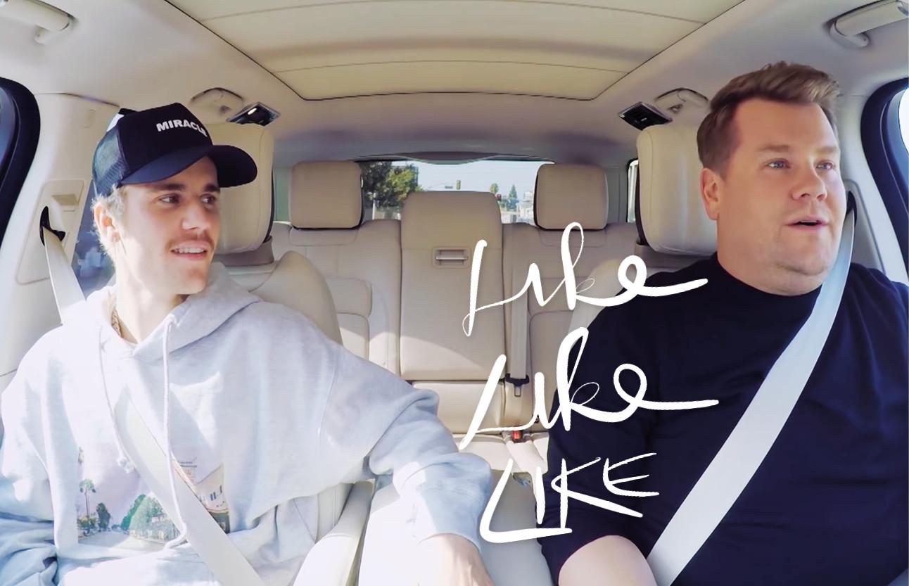 Justin Bieber en James Corden carpool karaoke in de auto lachend naast elkaar dansend