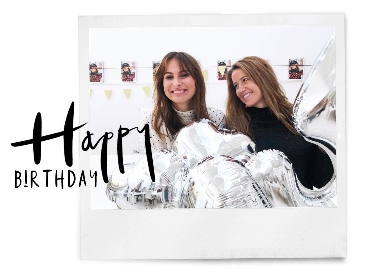Tessa en Lilian samen met ballonen zilver