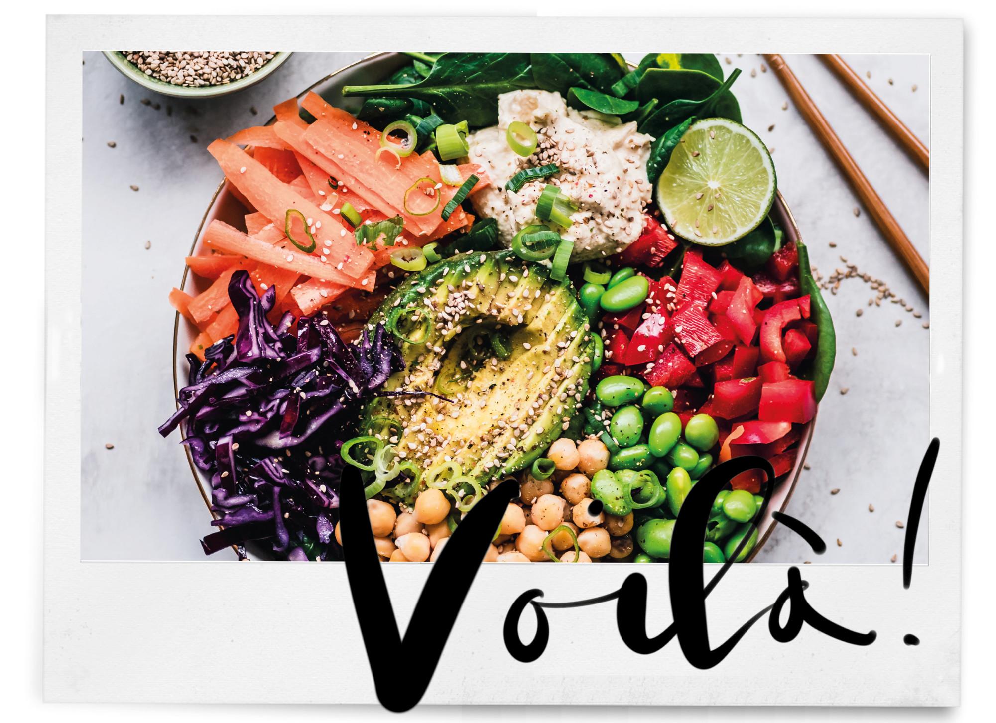 vegan veggie bowl met avocado wortel beans sesamzaadje paprika limoen healthy