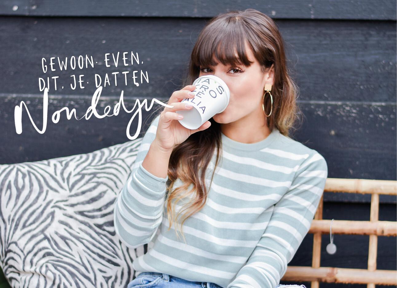 kiki drinkt koffie uit een to go beker