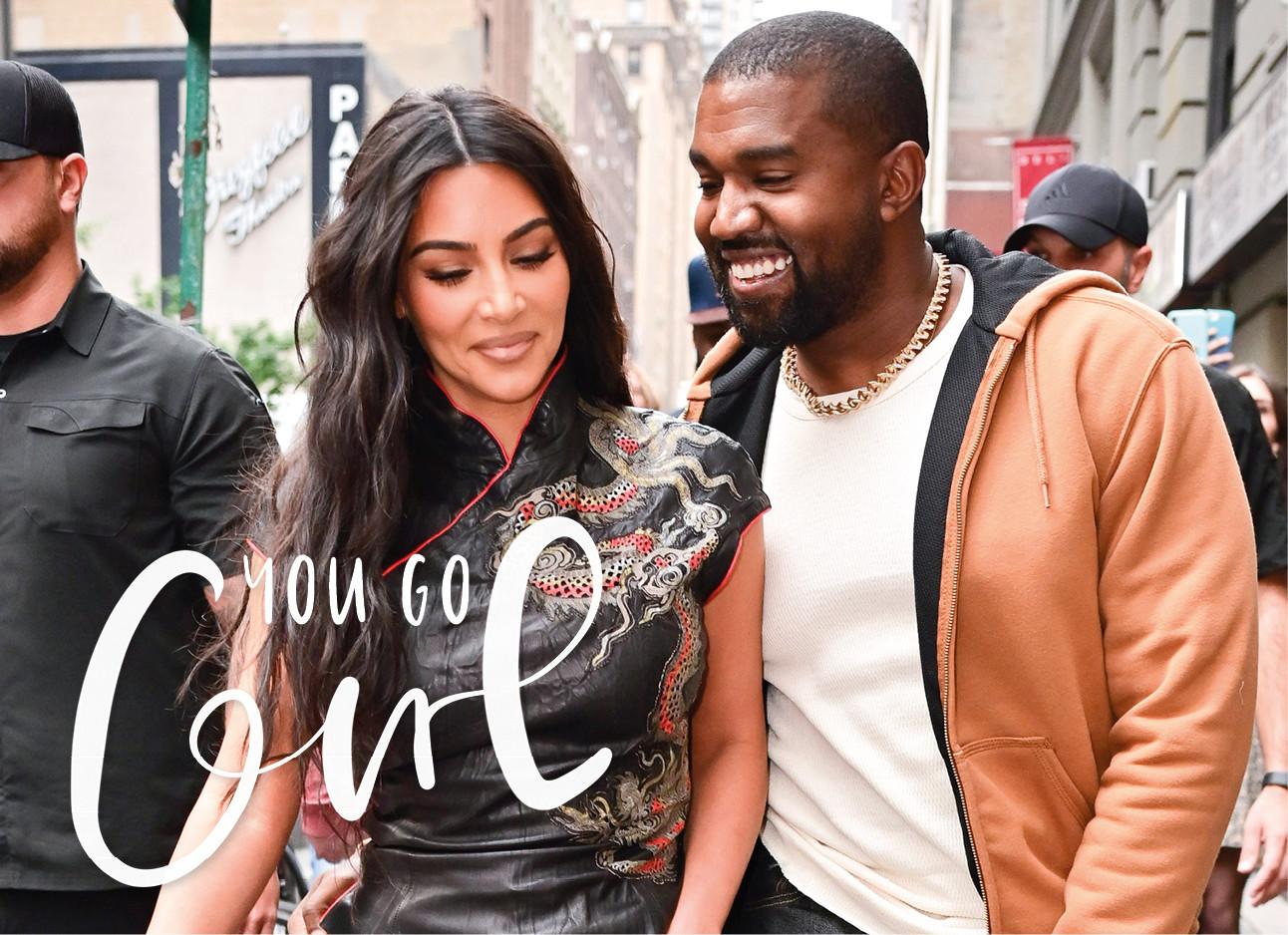 Kim Kardashian en Kanye West lachend op straat