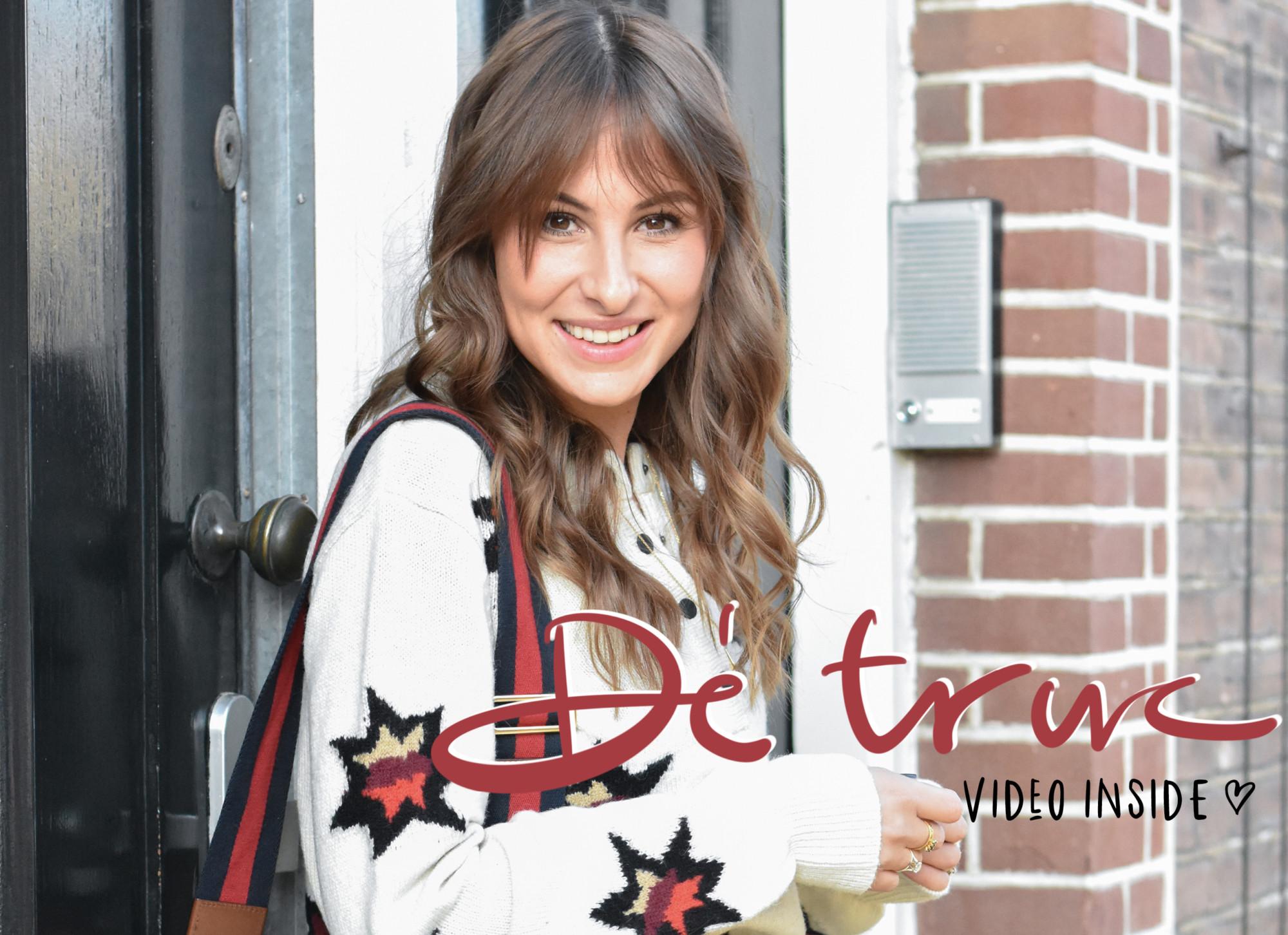 Lilian Brijl in Amsterdam op straat voor een deur