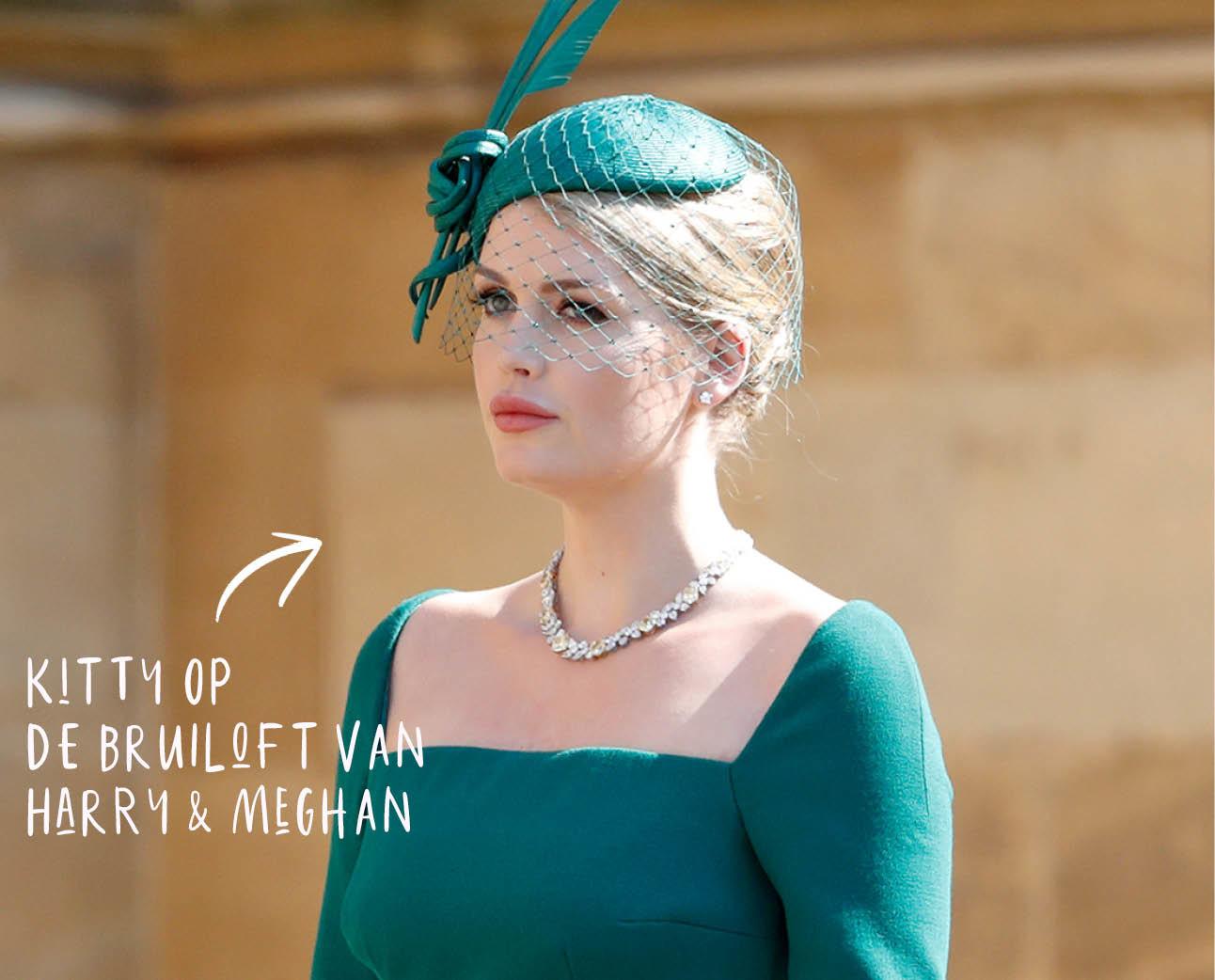 lady kitty spencer op de bruiloft van prins harry & meghan markle in een groene jurk met een haarstuk