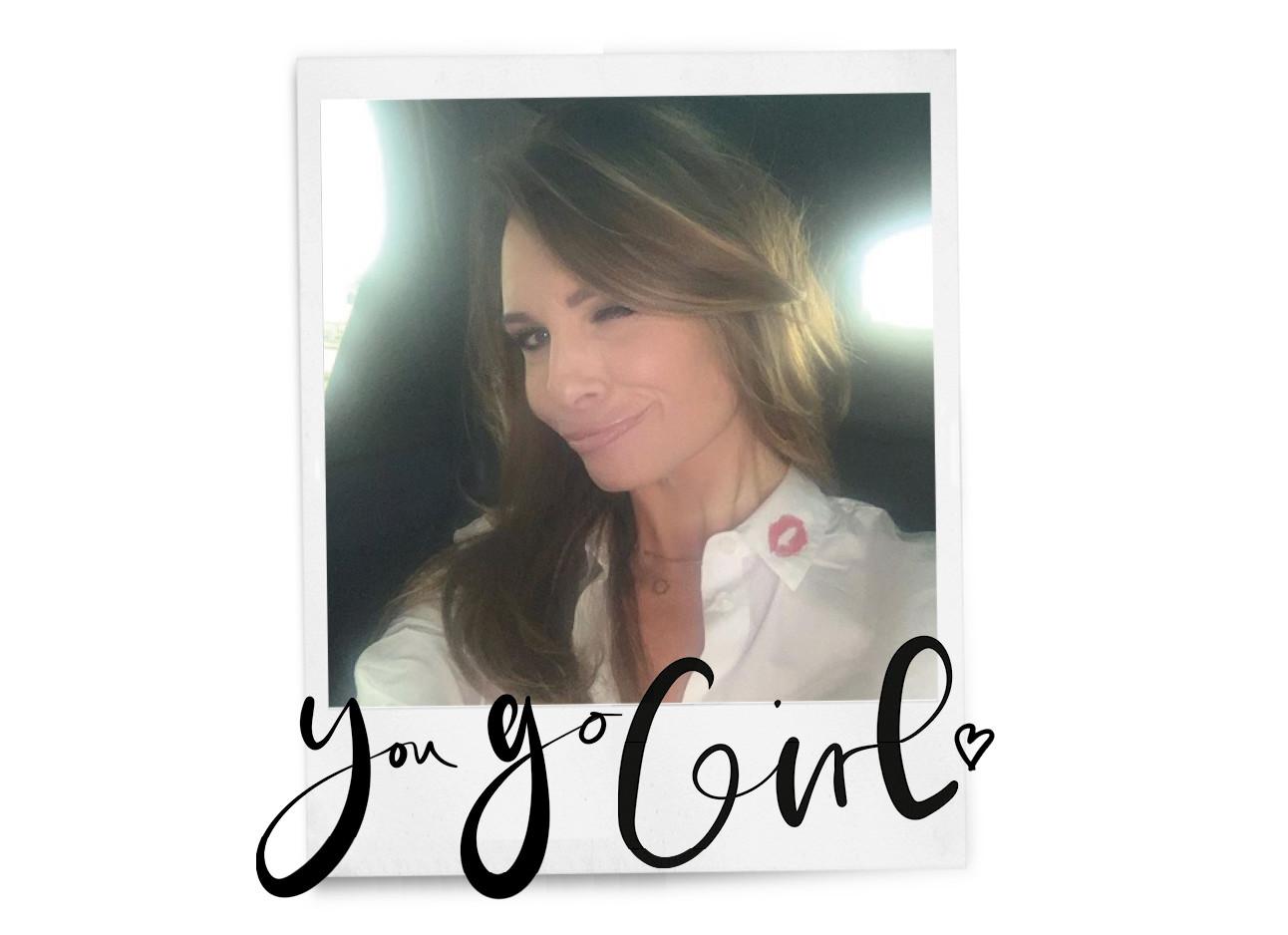 een foto van leontine borsato met een witte blouse aan