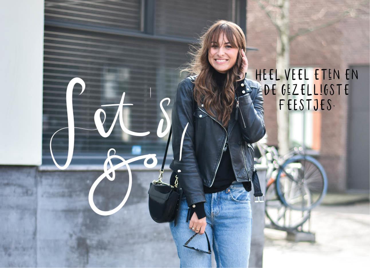 lilian brijl in een leren jasje en jeans, houd een zonnebril in haar hand en lacht