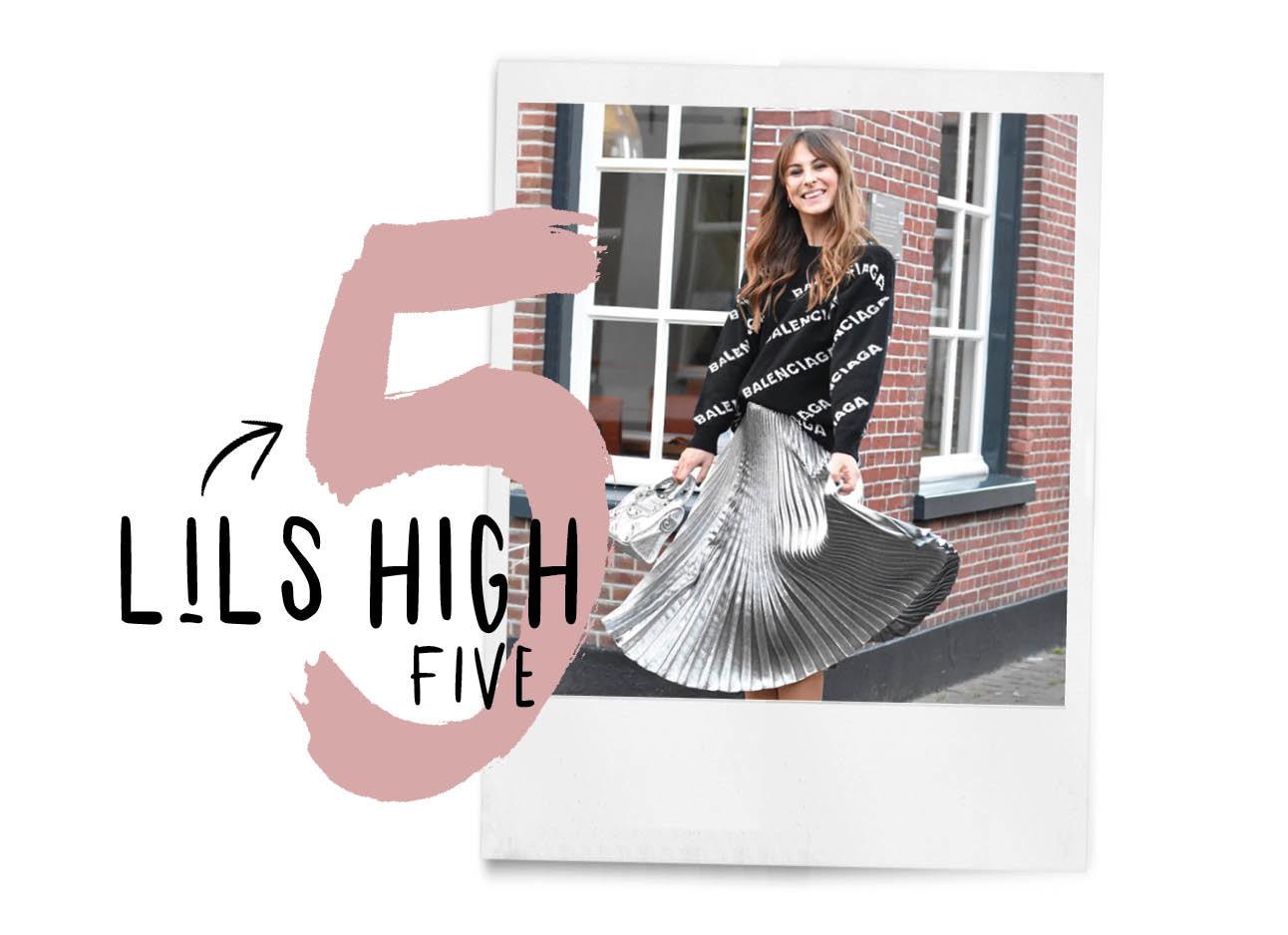 Lilian lachend in een zilvere rok met een Balenciaga trui aan