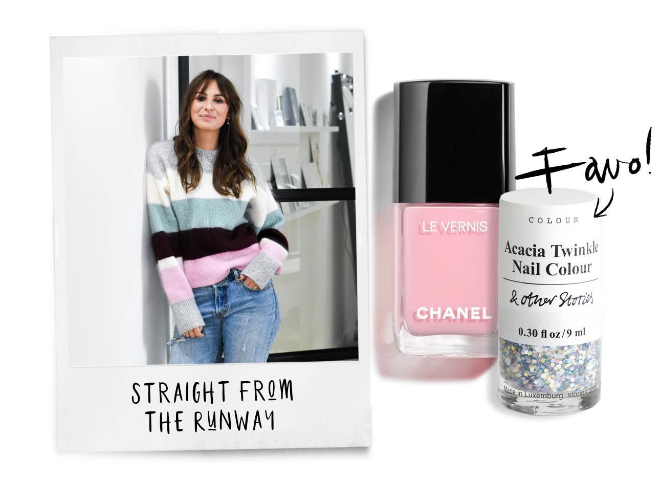 lilian brijl lachend op de foto met een gestreepte trui aan het licht roze nagellak van chanel en dotjes van &Other Stories