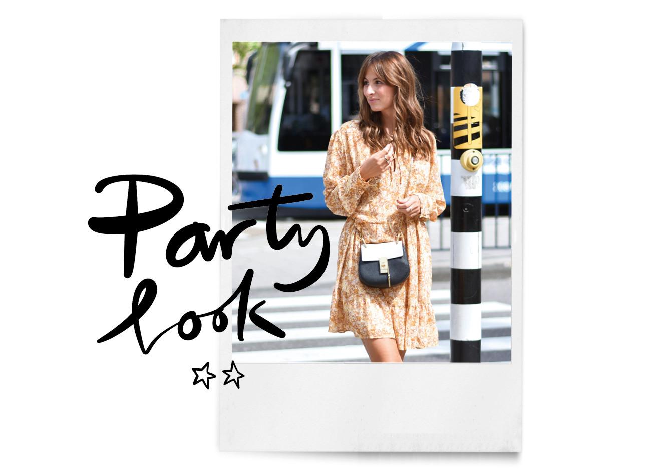 Lilian op straat bij een zebrapat in een zomerse jurk