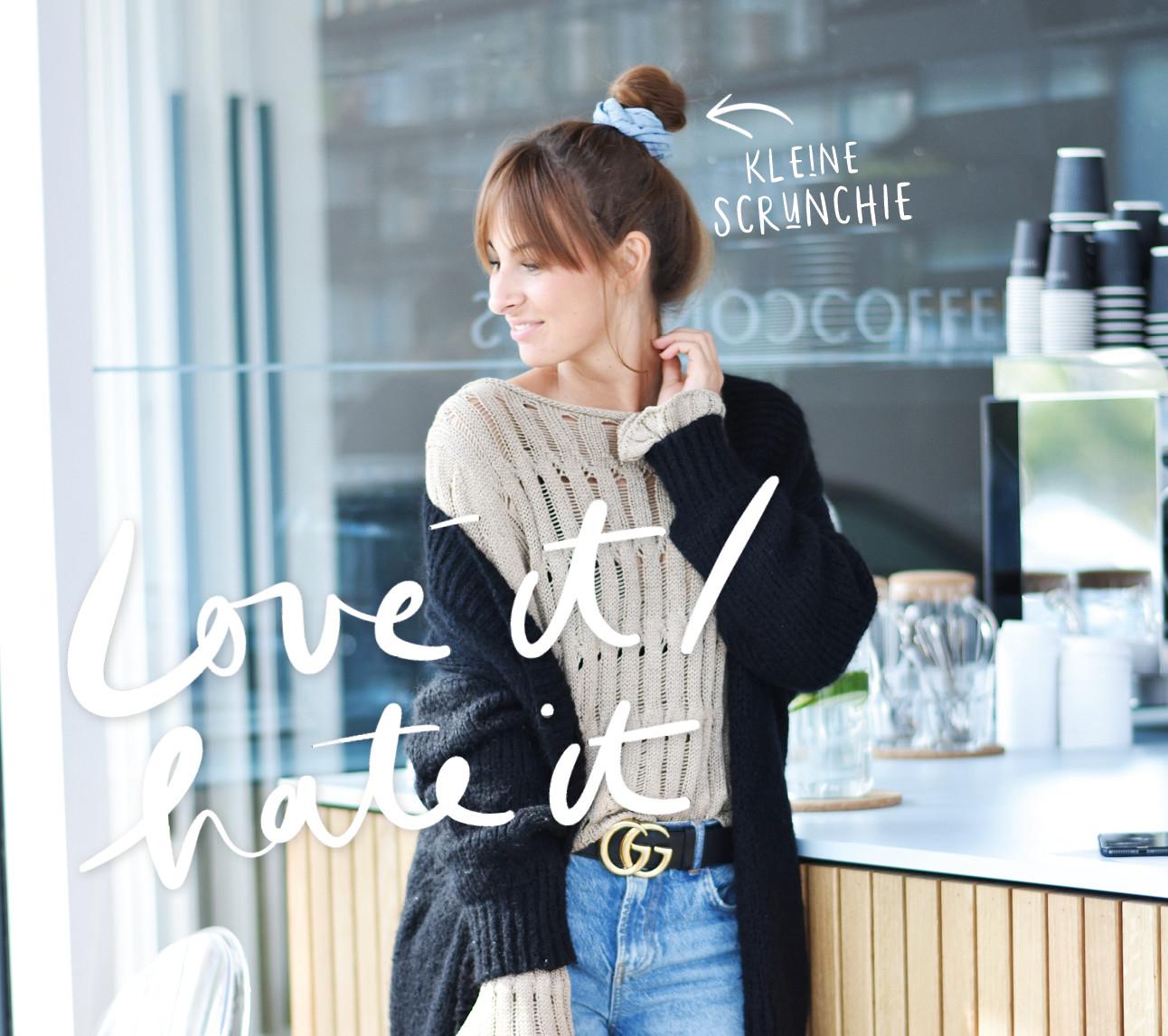 lilian brijl lachend in de coffeconcepts met een scrunchie in haar haar