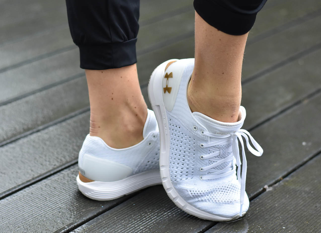 Look of the day Simone Olivia in Under Armour Sneakers