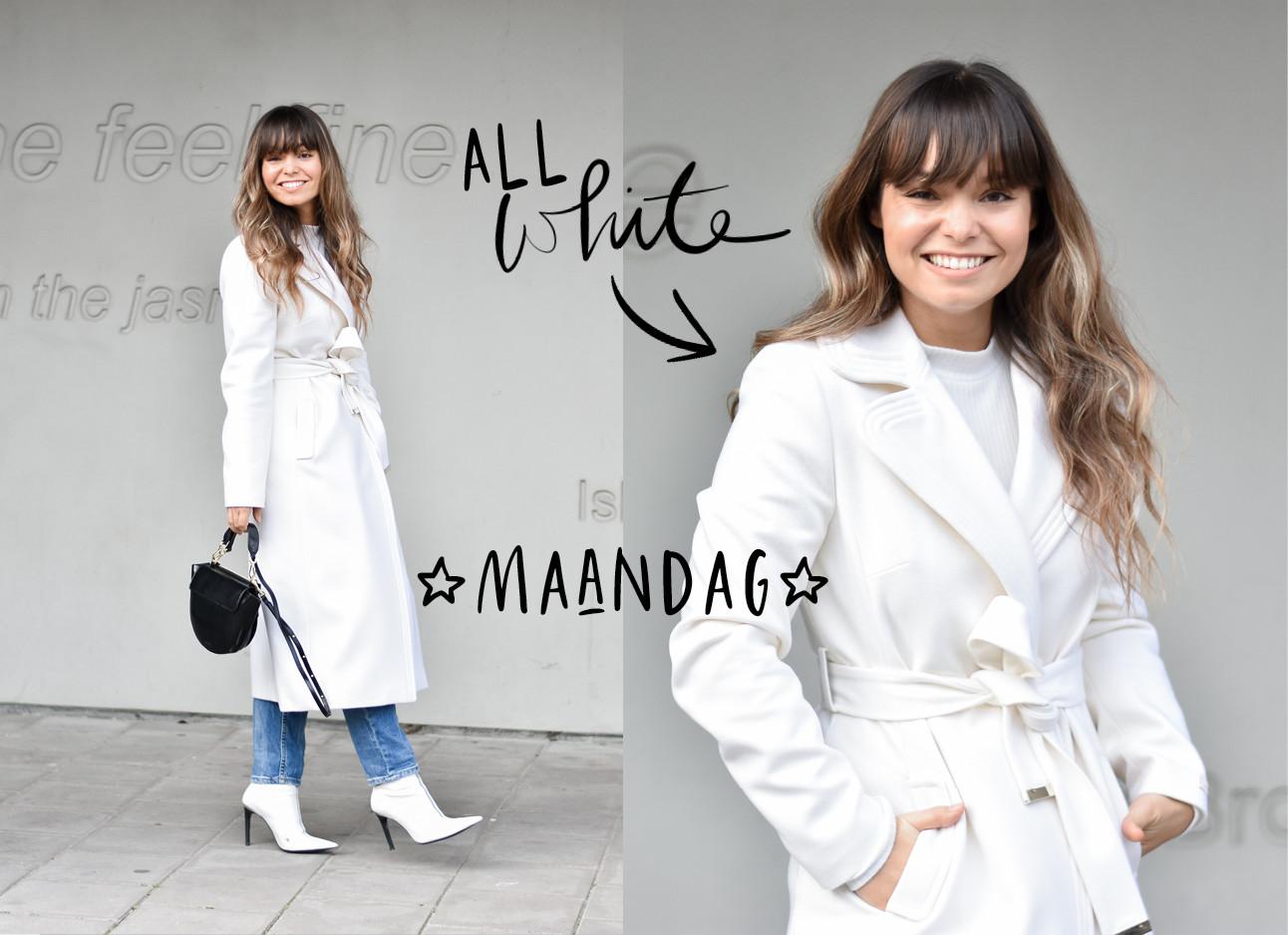 kiki in een wit shirt witte jas blauwe spijkerbroek , zwarte wandler tas en witte laarsjes