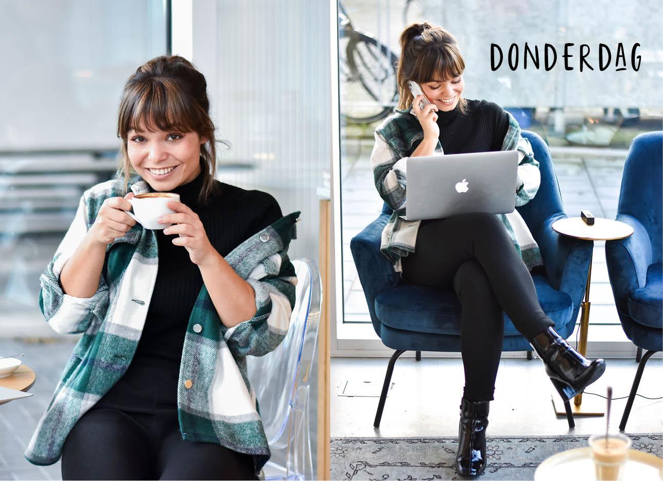 Vrouw koffie drinken en telefoneren