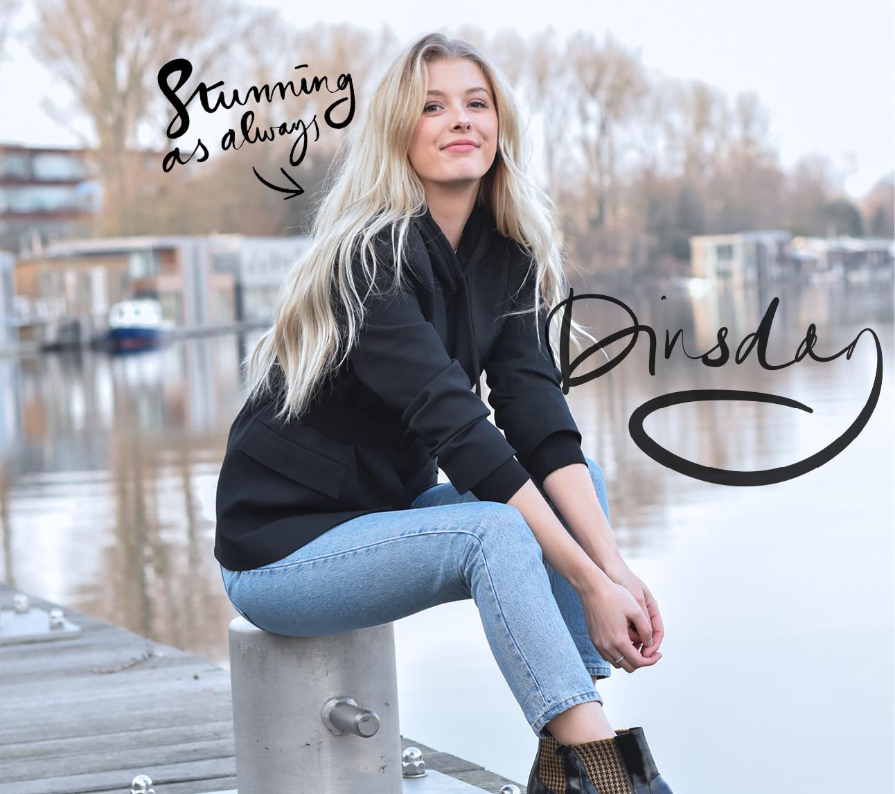 annabelle lachend bij het water in Amsterdam
