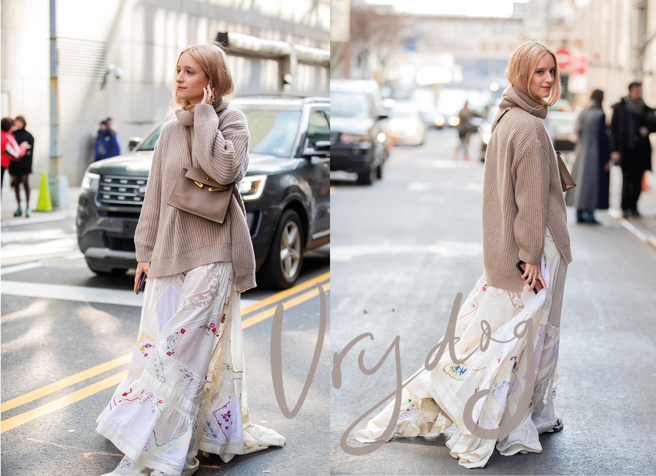 Charlotte Groeneveld lopend op straat met een beige trui en een lange jurk met borduursels