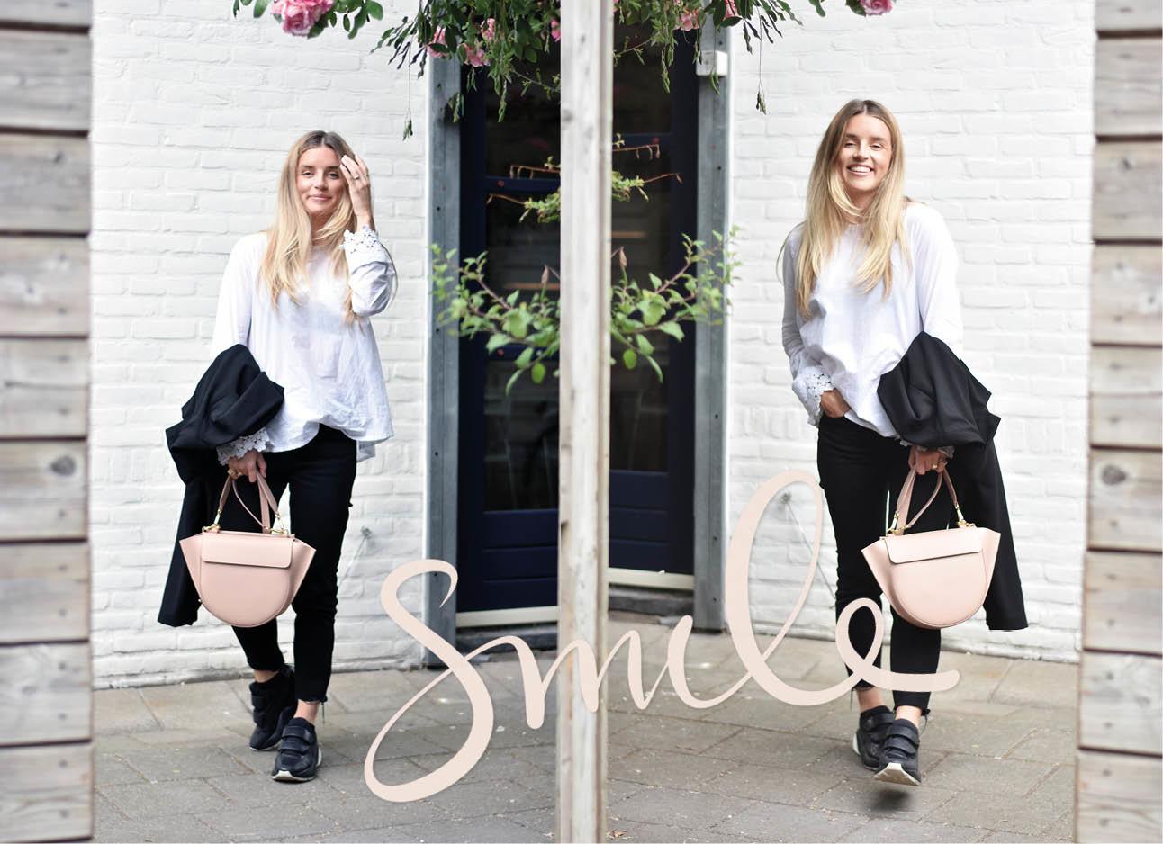 Lotte van Scherpenzeel look of the day wandler tas sneakers arket jeans zwart broek top stieglitz wit blouse met bloemen mouwen