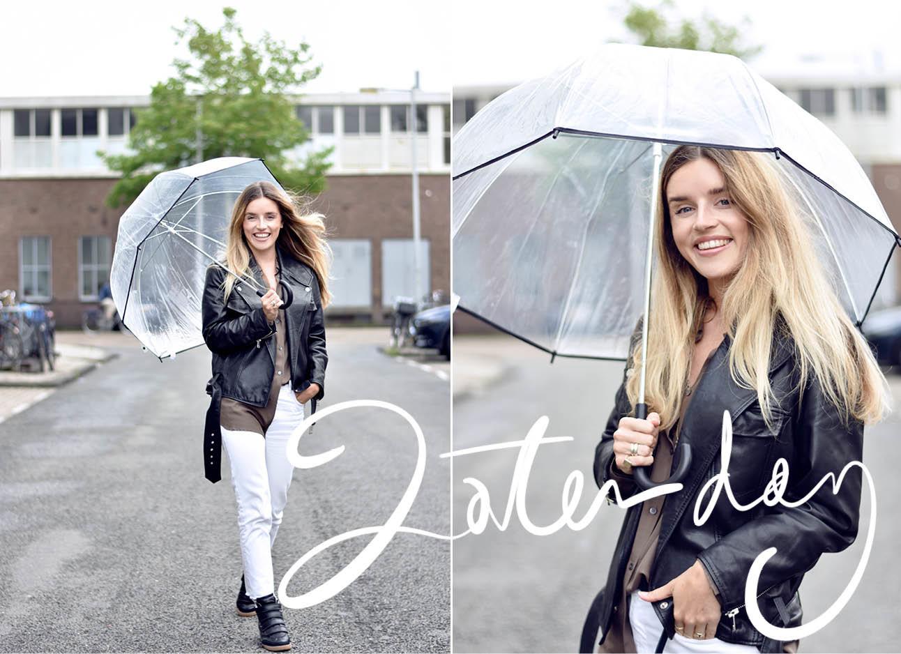 look of the day lotte van scherpenzeel in de regen met een paraplu witte broek en leer jasje