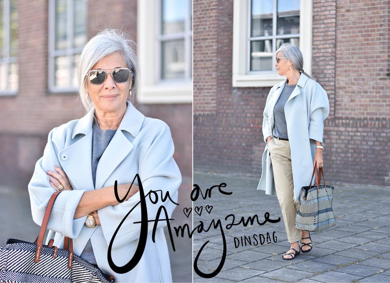 Peggy Weijergang met blauwe jas en beige broek aan grote zilvere zonnebril
