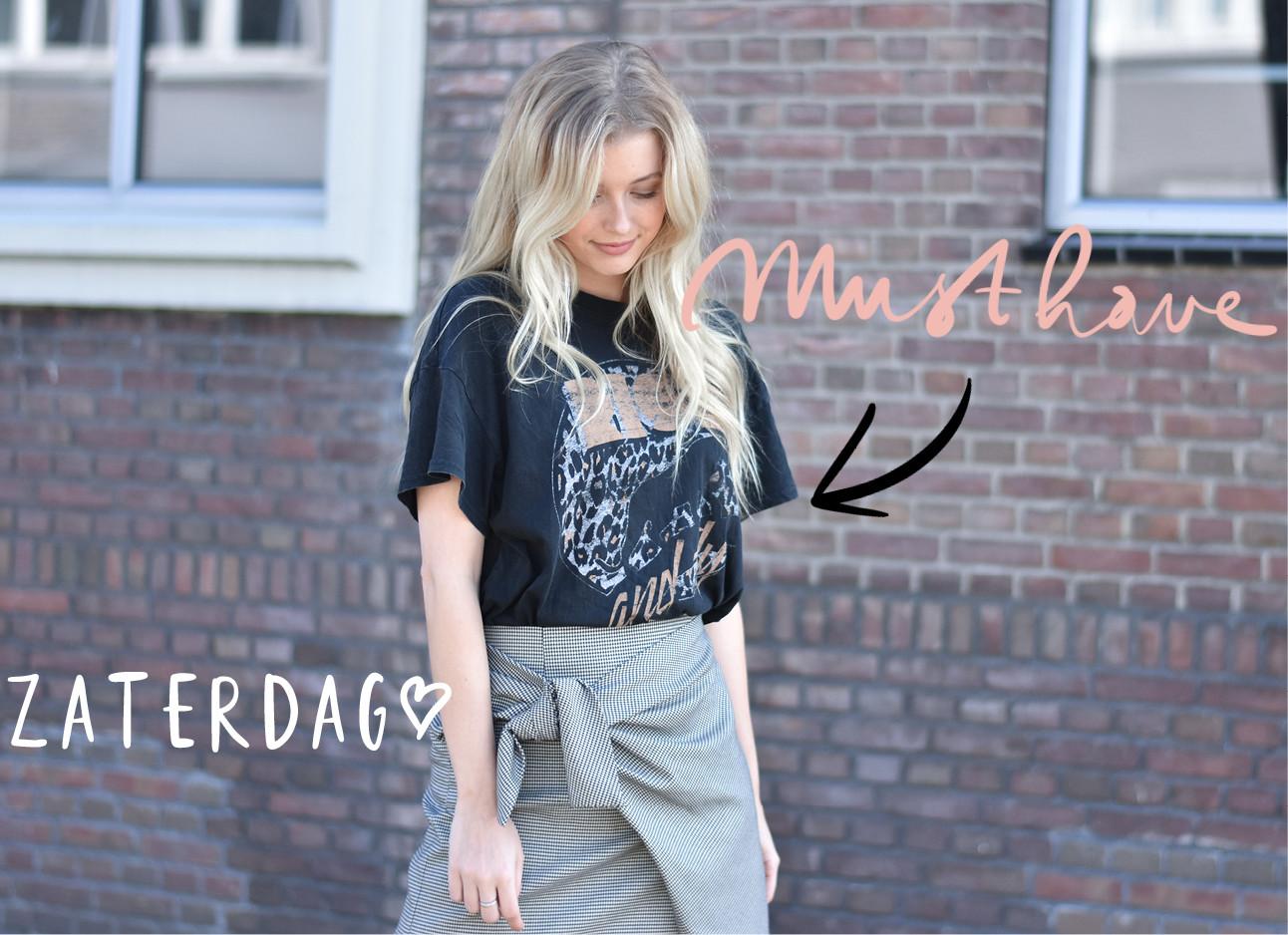 annabelle van hardeveld draagt een t-shit met de tekst rise & fly met een grijze rok en blond haar
