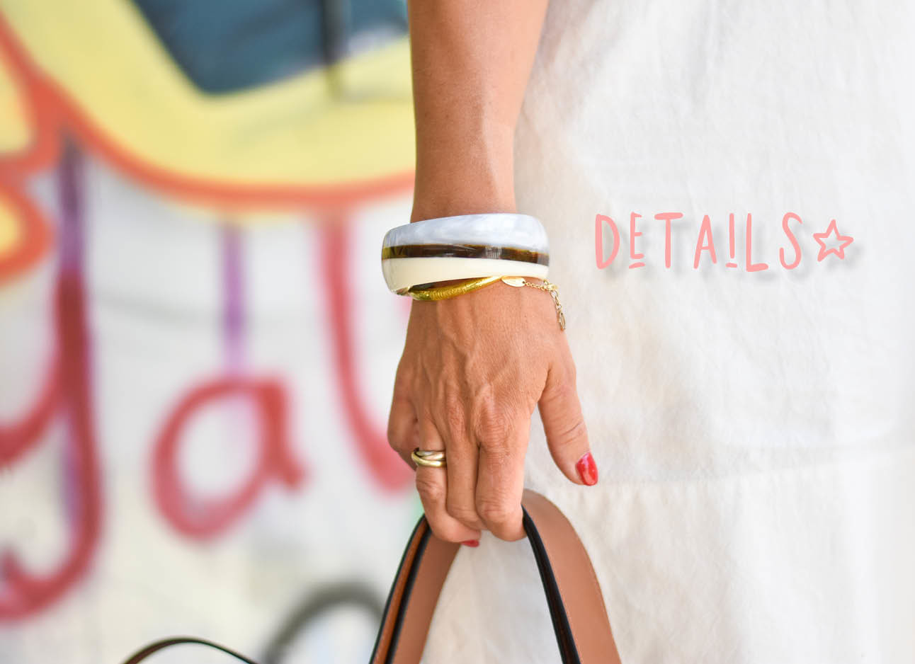 details van de look of the day, armband en tas